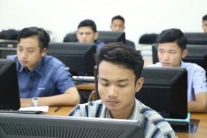 Pelaksanaan-Ujian-Tes-Berbasis-Komputer-di-Fakultas-Teknik-UM-1