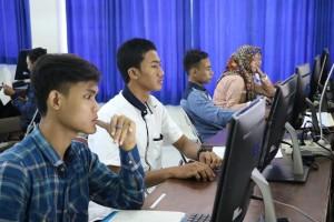 Pelaksanaan-Ujian-Tes-Berbasis-Komputer-di-Fakultas-Teknik-UM-3