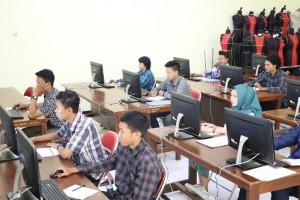 Pelaksanaan-Ujian-Tes-Berbasis-Komputer-di-Fakultas-Teknik-UM-8